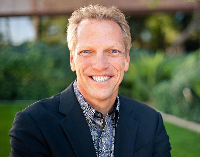 Том Уилрайт (Tom Wheelwright) — инвестор в недвижимость, дипломированный бухгалтер, учитель, ведущей CPA компании в мире.