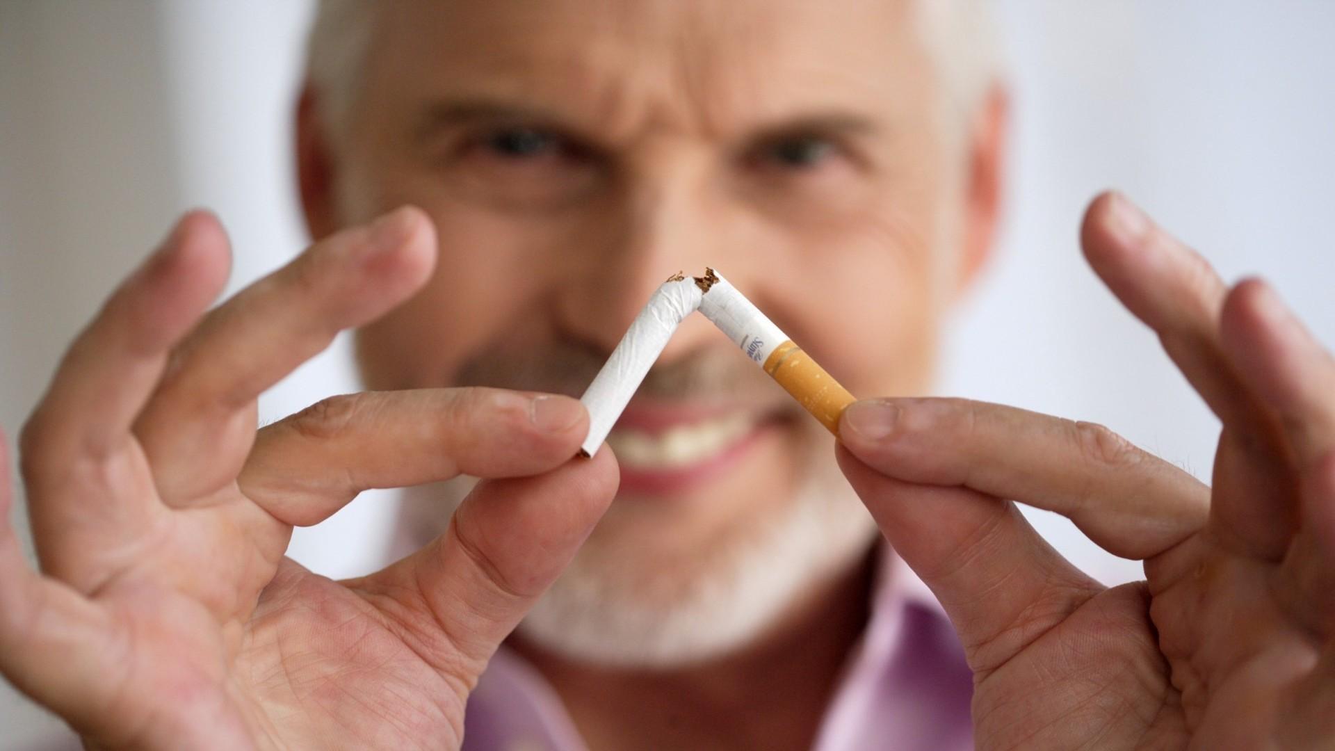 избил фото о борьбе с курением экспериментируют
